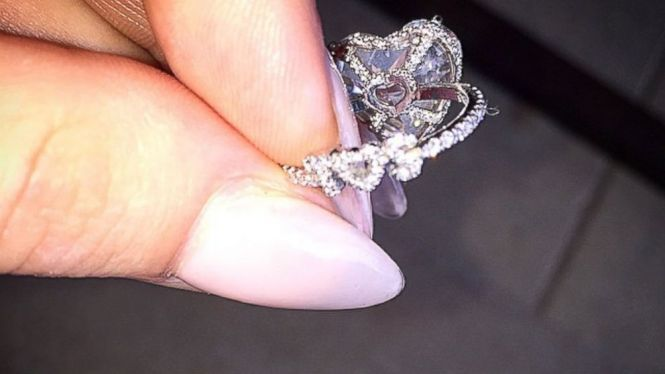 lady_gaga_engagement_ring-Heart-shaped-diamond