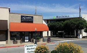 coast-dimaond-featured-retailer-leslie-jewlers-searcy-ar-storefront