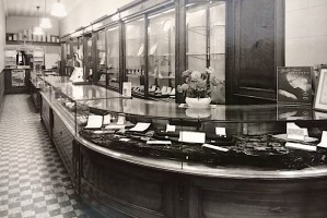 rufus-lewis-jewelers-spartanburg-sc-interior-early-years