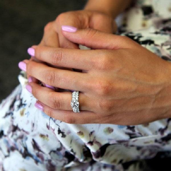 Coast Diamond 1.5 CT diamond engagement ring (LJ6024) with 2 rows of fishtail set diamonds