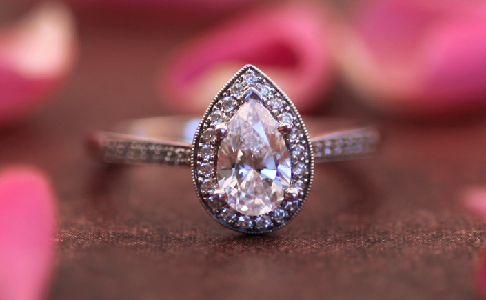 Coast Diamond pear-shaped halo engagement ring LC5391-PRS pave-set diamonds milgrain edging