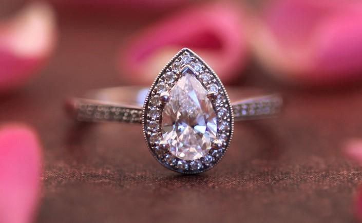 Coast Diamond pear-shaped halo engagement ring LC5391-PRS pave-set diamonds milgrain edging